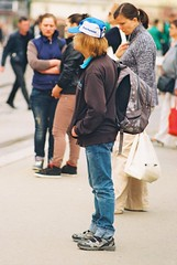 Praktica MTL 5 + Pentacon Electric 4/200 MC - Tram Stop Scene 2 (Kojotisko) Tags: street people vintage person czech streetphotography brno cc creativecommons vintagecamera czechrepublic streetphoto persons praktica kodakgold kodakgold200 prakticamtl5 prakticamtl pentaconelectric4200mc