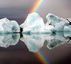 20080907 Jokulsarlon Glacier Lagoon, Iceland 1009 (Gary Koutsoubis) Tags: reflection ice water iceland rainbow bravo iceberg 2008 icebergs jokulsarlon gak supershot jokulsarlonglacierlagoon roundtheworld2008 photocontesttnc11