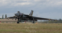 vulcan XH588 (madktm) Tags: cold robin june canon season airplane is airport war 21 outdoor aircraft aviation sheffield ii vehicle hood mk2 vulcan usm bomber 100400mm raf doncaster lseries 2015 xh558 ef100400mm f4556l eos7d vulcantotheskies thespiritofgreatbritian