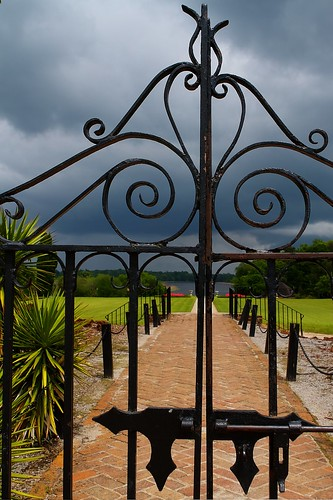 """gate • <a style=""""font-size:0.8em;"""" href=""""http://www.flickr.com/photos/40598329@N06/9533292804/"""" target=""""_blank"""">View on Flickr</a>"""