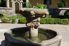 Fuente (olgapepe) Tags: fuente monasterio claustro yuste