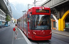 Innsbruck (austrianpsycho) Tags: bim österreich 315 brücke station ivb strase austria innsbruck tramway einfahren 1 tram tirol innsbruckerverkehrsbetriebe strasenbahn ivbtram bridge tyrol bombadier flexityoutlook bombardierflexityoutlook haltestelle