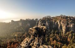 Bastei um 8 Uhr morgens (matthias_oberlausitz) Tags: panorama schweiz dresden nebel saxony sachsen sonne morgen sandstein bastei felsen schsische elbsandsteingebirge