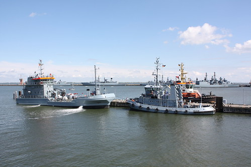 Deutsche Marine: Ölauffangschiff FGS Y 1644 EVERSAND und Hafenschlepper FGS Y 815 SCHARHÖRN im Neuen Vorhafen
