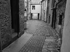 SIDE STREET2 (Davesuvz) Tags: old england bw black english stone blackwhite alley cottage backstreet cobble alleyway cobbles