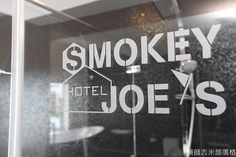 smokeyjoes_hotel_room_302_155