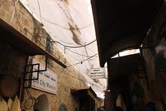 Hebrn (El Asri Luca) Tags: israel sara islam abraham nios mezquita cultura arafat jvenes seguridad culturas controles palestina yaser checkpoint zoco hebrn rejas zonas suciedad cristianismo colonos ejrcito sinagoga religiones tensin ocupacin judasmo ramadn asentamientos asociaciones patriarcas reconstrucin orgen