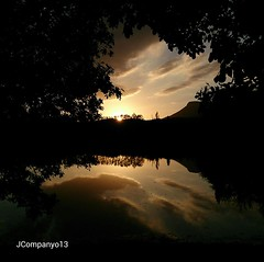 El llac (Pep Companyó - Barraló) Tags: barcelona de silueta ya aigua posta avia llac reflexe bergueda josep catalun companyo barralo grauges