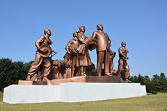Kim Il Sung Statue (dabananabunch) Tags: monument statue bronze nikon kim farm north gimp statues korea du il korean vr nord afs dx pyongyang core cooperative sung koreanisch dprk f3556g chongsan nordkorea   18105mm pjngjang  d5200 kangso