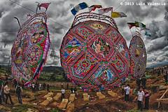 barriletes.jpg (Luis Valencia Aguilar) Tags: santiago flickr retrato guatemala cementerio tumbas indigenas tradiciones folcklore barriletes sacatepequez
