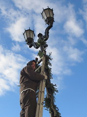 Man at work--hanging of the greens (yooperann) Tags: park blue sky chicago lamp forest day post landscaping wreath hanging chicagoist mcadam