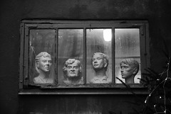 (Sameli) Tags: bw white black window statue suomi finland helsinki head heads