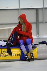 2B5P0484 (rieshug 1) Tags: 500 3000 tilburg 1500 1000 nk dames schaatsen speedskating eisschnelllauf junioren junb nkjunioren ireenwustijsbaan gewestnoordbrabantlimburgzeeland