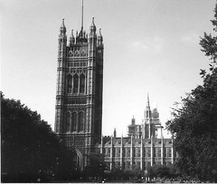 Parliament: Victoria tower (sftrajan) Tags: england london architecture arquitectura britain parliament londres scanned 1983  architettura palaceofwestminster gothicrevival nikonem perpendiculargothic charlesbarry architektura victoriatower  augustuswnpugin