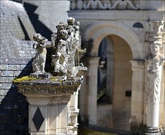Chambord angels (Helene Iracane) Tags: sun france detail castle stone angel 50mm soleil nikon pierre ange sunny angels chambord chteau anges ensoleill d3100