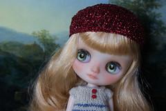 Apple & red beret <3