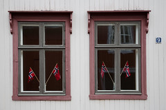 Rrosvindu #04 (H.Treider) Tags: windows norway town colorful pair small mining rros hkon vindu bergstaden treider