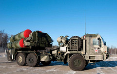 "S-400 Triumf (7) • <a style=""font-size:0.8em;"" href=""http://www.flickr.com/photos/81723459@N04/9815419416/"" target=""_blank"">View on Flickr</a>"