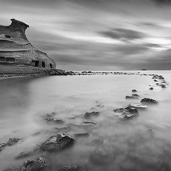 Cocedores (DavidFrutos) Tags: longexposure sunset sea bw costa seascape beach water monochrome rock clouds square landscape atardecer monocromo coast mar agua rocks fineart playa paisaje bn minimal murcia filter le lee nubes minimalism minimalismo canondslr roca rocas 1x1 waterscape filtro largaexposicin filtros neutraldensity guilas canon1740mm gnd8 graduatedneutraldensity densidadneutra davidfrutos 5dmarkii niksilverefexpro cocedores bwnd8 singhraygnd09 hitechnd64