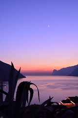Luna & Venere (.oOZe.) Tags: lago nikon tramonto luna trentino ooze venere lagodigarda torbole