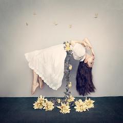 Life (LauraBallesteros) Tags: life project levitation vida conceptual fineartphotography levitar levitacion levitating proyecto levitate 52weeks levitando 52semanas lauraballesteros vision:outdoor=0504 vision:sky=0676 teleidoscope2014