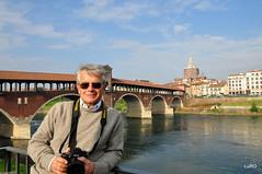 Pavia, autoritratto sul Ticino (Luciano ROMEO) Tags: ticino nikon ponte uomo autoritratto acqua monumenti pavia d600 chiese arcate