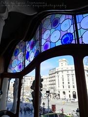 Casa Batllo, el dragòn azul. (PaquiPhotography) Tags: spagna sagrada famiglia barcellona barcelona spain spanish espana viaje viaggio viaggiare travel wow basilica chiesa casa batllo azul dragon drago azzurro ventana