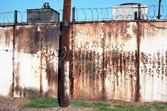 Los Angeles wall (ADMurr) Tags: leica m4 35mm summaron high wall slauson tracks los angeles rust kodak ektar film analog 2015