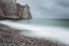 La légende d'Etretat (dono heneman) Tags: légende legend paysage landscape seascape waterscape poselongue pose longue longexposure nature ciel sky nuage cloud eau water mer sea lamanche falaise cliff plage beach côte coast galet pebble pierre stone rock rocher roche vague wave etretat seinemaritime normandie france pentax pentaxart pentaxk3