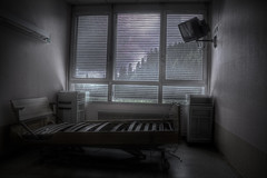 [Hpital du coiffeur] (FR) (AleXKa.) Tags: abandoned hospital bedroom decay room forgotten urbanexploration derelict hopital coiffeur ue urbex abandonn abandonedhospital alexka lostplaces explorationurbaine urbexfrance hpitalducoiffeur