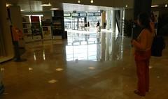 spiegelGLAD (JoséDay) Tags: reflection floor vloer spiegeling flickraward nikoncoolpixp500 spiegelglad worldlightning assmoothasamirror