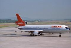 VIASA DC-10-30; YV-134C@ZRH;15.07.1996 (Aero Icarus) Tags: plane aircraft negativescan flugzeug avion dc10 zrh trijet zrichkloten flughafenzrich dc1030 july1996 viasa yv134c