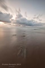03022013_DSC3179 (Pruden Barquin) Tags: 2 mar playa arena nubes rocas inverso pasos fotografía cantabrico sopelana atxabiribil nd64 prudenbarquin