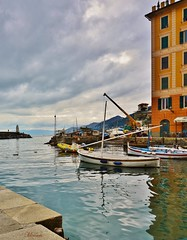 ancora Camogli ... (miriam ulivi) Tags: faro italia mare liguria barche case porto camogli molo rivieradilevante nikond3200 dblringexcellence