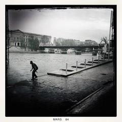 La Seine a Paris (Christophe Rettien) Tags: bw paris france iledefrance laseine hipstamatic
