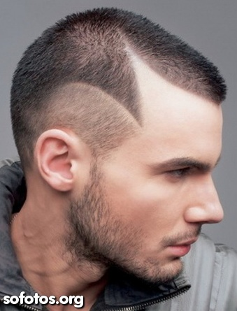 corte de cabelo curto raspado nas laterais