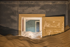 Abandoned places (Gies!) Tags: abandoned sand room namibie kolmanskop diamondmining