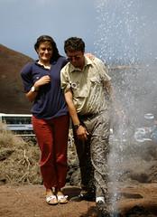 1-image024.tif (hemingwayfoto) Tags: europa fontäne kanaren lanzarote mann mensch montanadelfuego natur vulkan