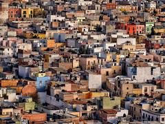 Hogares (Don César) Tags: zacatecas mexico ciudad pueblo town houses hausern colores colors colours city
