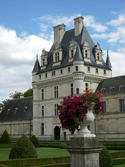 Castle of Valençay (Dawn_Loire) Tags: old france castle heritage history castles architecture stones loire palaces cottages statelyhomes valencay manorhouses architecturelovers