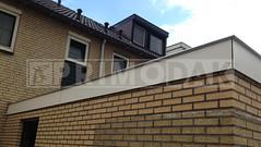 Dakdekker: Naast het aanbrengen van een meerlaagse bitumen dakbedekking in Maarssen, hebben wij ook de boeistroken uitgevoerd in Trespa A400. Dakrand afgewerkt met een zinken daklijst op maat