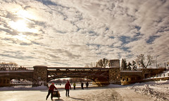 Skaters on the Rideau Canal  Patineurs sur le Canal Rideau (Chizuka2010) Tags: winter sky clouds day cloudy hiver skating nuages cloudysky rideaucanal winterlude patinoire canalrideau patineurs nuageux skateway baldeneige cielnuageux canoneos60d chizuka2010 luciegagnon patinoirelapluslongue baldeneige2014