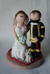 Brautpaar Tortenfigur (Süsses Atelier) Tags: wedding hund caketopper hochzeit feuerwehr herz brautpaar individuell personalisiert tortenfigur tortendekoration süssesatelier