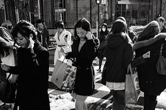 Gaienmae. (Davide Filippini ) Tags: girls people blackandwhite bw monochrome japan tokyo blackwhite pessoas women gente streetphotography menschen personas persone tquio   japo japanesegirls japon personnes giappone tokio  gaienmae japn      japanesewomen     japonya   nhtbn gaiemmae       tokyomonochrome japanblackandwhite  davidefilippini japanstreetphotography tokyostreetphotography japanmonochrome    tokyoblackandwhite   fujifilmx100
