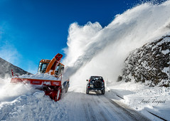 Cleaning ! (Jordi TROGUET (Thanks for 1.862.797+views)) Tags: snow nikon nieve 1001nights jordi andorra neu autofocus jtr canillo eliteimages platinumheartaward theperfectphotographer goldstaraward thebestofday gnneniyisi troguet jorditroguet nikond800 artofimages bestcapturesaoi 1001nightsmagiccity