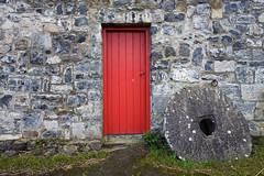 mill house (backpackphotography) Tags: door ireland red castle mill clare reddoor millstone bunratty backpackphotography