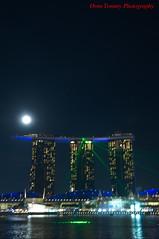 the laser show shakes my hands (tomzcafe) Tags: nikon singapore tamron marinabay d90 tamronsp175028