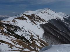 Il monte Giovo (Emanuele Lotti) Tags: winter italy mountain snow 30 montagne trekking italia hiking tuscany neve monte toscana inverno tosco montagna marzo alpe emiliano cima monti appennino barga omo 2014 escursionismo escursioni giovo