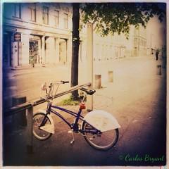 (C.Bry@nt) Tags: street apple bicycle oslo norway norge calle gate bicicleta norwegian gata noruega akershus scandinavian iphone norsk norske skandinavia iphone5 oslobysykkel iphoneography hipstamatic blankofreedom13film foxylens oggl