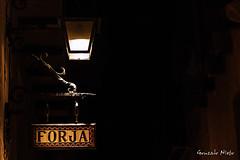 forja (gnlinares25) Tags: canoneos100d canon 1585 night albarracin street